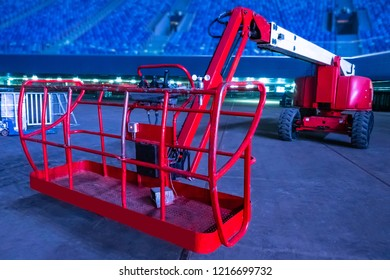 Hydraulic lift. Lift. Lifting people to exhaust. Telescopic lift for rent. Lifting platform for people at height.