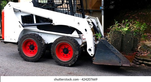 The hydraulic performance of a skid steer loader provides operator with the ability to lift up and deliver a large numbers of potted plants to any places in a plant nursery including constraint area.