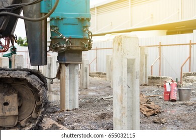 Hydraulic Pile Driving for install concrete pile,Construction work.