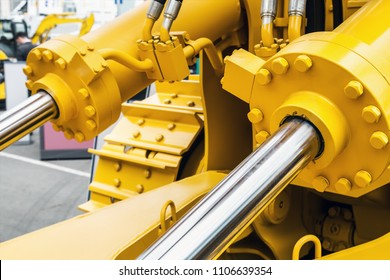 Hydraulic piston system for tractors, bulldozers, excavators. details of construction equipment