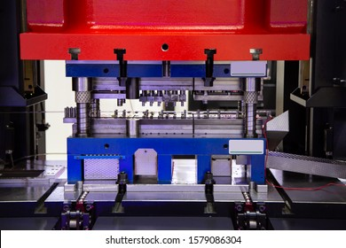 Hydraulic press stamping machine for forming metal sheet, Industrial metalwork manufacturing
