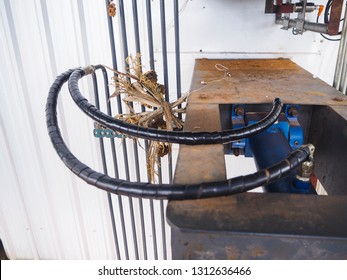 Hydraulic for shaking tank to remove dust of stack in an electrostatic precipitator systems.