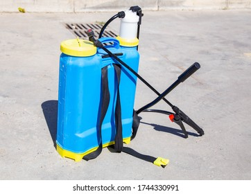 Hydraulic sprayer battery pack, with hydraulic pump, electric drive and built-in 				battery, for spraying premises with emulsions, suspensions 				and solutions of pesticides, disinfection from parasites, vi