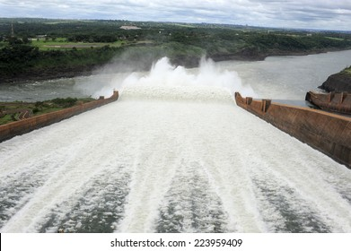 The hydroelectricity dam of Itaipu between Brazil and Paraguay
