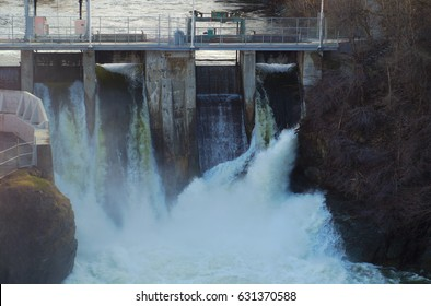 hydroelectricity powerstation waterfall reservoir turbine electricity
