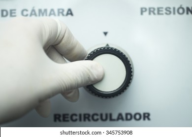 Hyperbaric Oxygen Therapy (HBOT) chamber tank used for specialised medical treatment for injuries in hospital clinic in Spain with writing in Spanish. Hand of doctor.