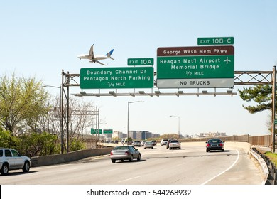 I-395 Interstate Highway in Virginia with exit to Reagan International airport