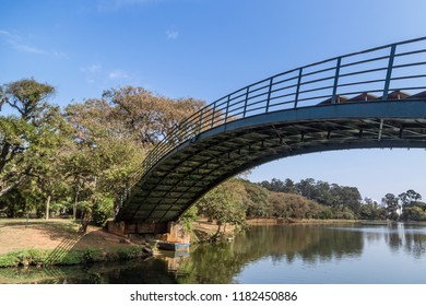 Ibirapuera's bridge with trees in the background and a big lake in the ground, in São Paulo. City, tourism, peaceful place, parks, is the concept