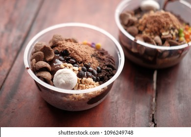 Ice brown head with variants of various kinds if f toppings