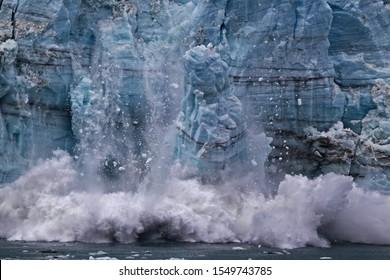 Ice calving from Margerie glacier in Glacier Bay