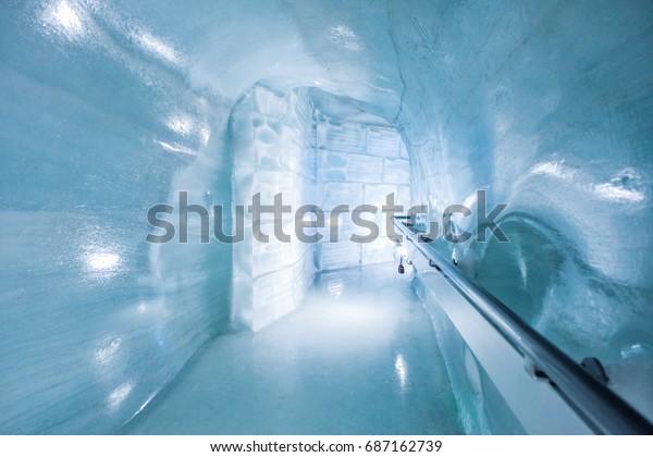 Eishöhlenwanderweg in Jungfraujoch, Schweiz