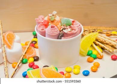 ice cream with berries, ice roll