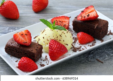 ice cream with brownies cake and strawberry