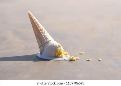 ice cream fall on the ground