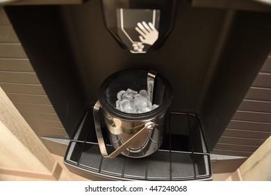 Ice cubes maker