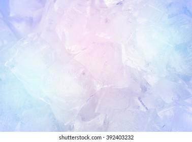 Eiswürfel auf der Platte Aluminium.