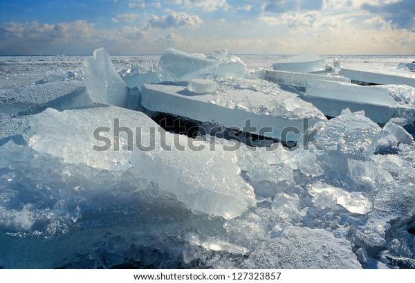 ice-floe-blocks-drift-driven-600w-127323