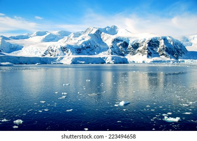 Ice floes in antarctic ocean