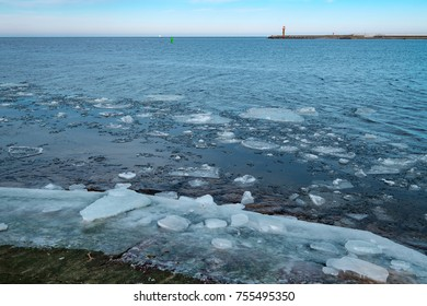 Ice floes in the entrance of the harbor of Swinemuende/Poland