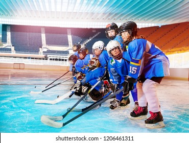 Ice hockey players getting ready for tournament