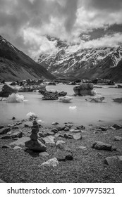 Ice on Hooker Lake, Hooker Valley, Mount Cook National Park, South Island, New Zealand
