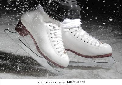 ice skate on ice rink slipping around