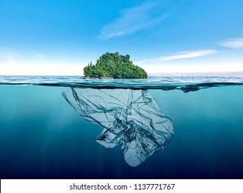Eisberg aus verschmutztem Plastik mit Insel schwimmen im Ozean.