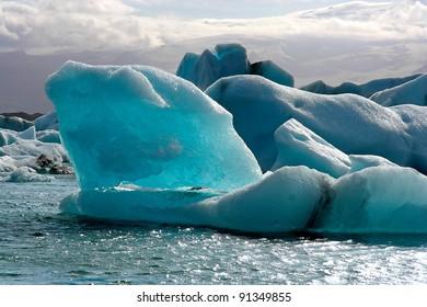 Icebergs floating on Jokulsarlon lake
