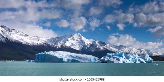 Icebergs on Lake Argentino, Patagonia, Argentina