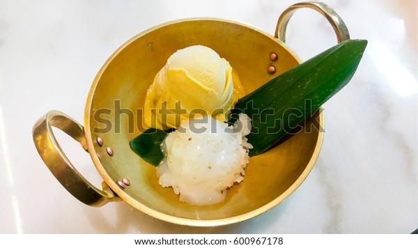 Ice-cream Mango and Sticky rice