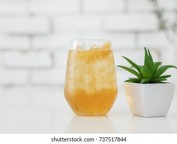 Iced apple juice spritzer