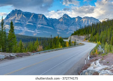Icefields Parkway, Canadian Rockies Mountains, Alberta, Canada
