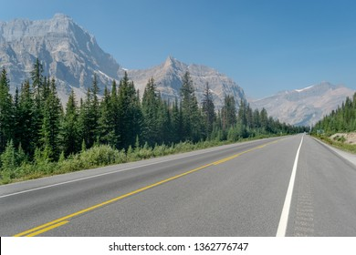 The Icefields Parkway, highway through the Canadian rockies. Banff np. Canada