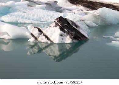 Iceland (Summer) - the great glacial lake of Iceland: Jokulsarlon