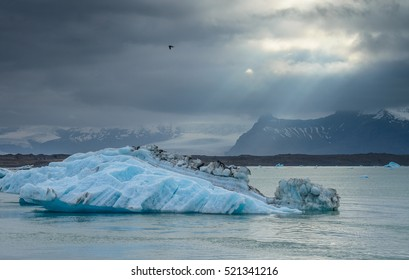 Icelandic Icebergs and mountains