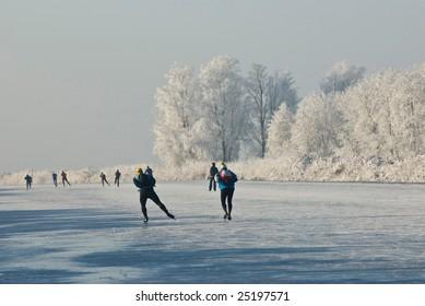 Ice-skating in the Alblasserwaard