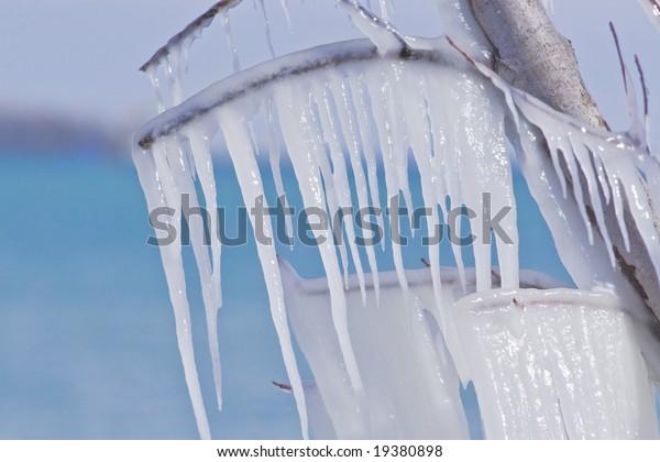 icicles-600w-19380898.jpg