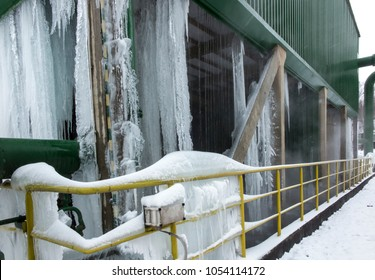 Icing of the cooling tower during operation at sub-zero temperatures in winter
