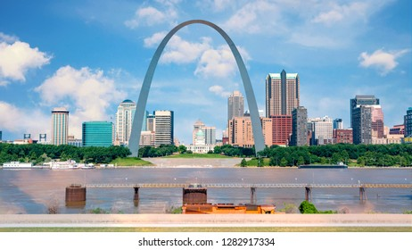 Iconic arch to the west with St. Louis an capital building