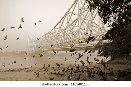 The iconic bridge of Howrah which is called Rabindra Setu across river Hooghly connects twin city Kolkata and Howrah.