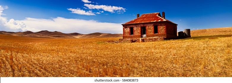 The iconic Burra Homestead, just outside of the small town of Burra is now abandoned, however is still a popular destination for tourists and photographers. South Australia, Australia.