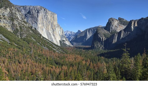 """The iconic """"tunnel view"""" of Yosemite National Park in California."""