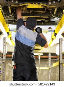 Idaho Falls, Idaho, USA Oct. 3, 2014 Changing the oil in a modern automobile.