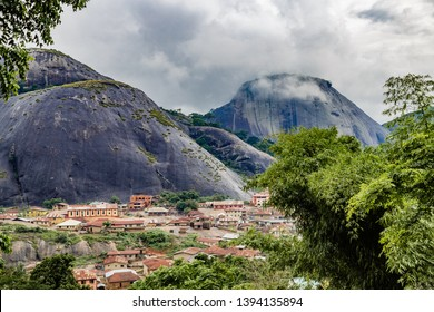 Idanre Hill , an awesome and beautiful natural landscapes in Nigeria. The people people of Idanre lived on these massive rocks for over a hundread year. Just under 30 kilometres southwest of Akure, On