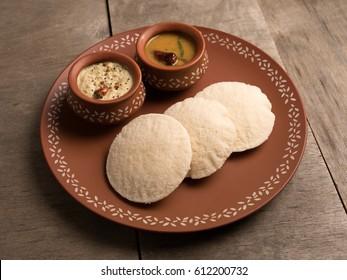 idli with sambar and coconut chutney