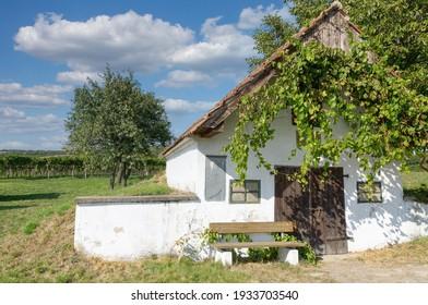 idyllischer Platz in der Weinlandschaft am Neusiedler See, Burgenland, Österreich