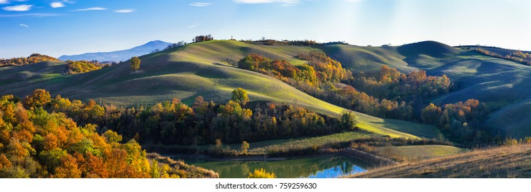 Idyllic rural landscapes and picturesque rolling hills of Tuscany in autumncolors. Italy