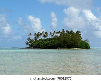 Idyllic tropical beach and palm tree covered atoll at Muri Lagoon on Rarotonga, Cook Islands