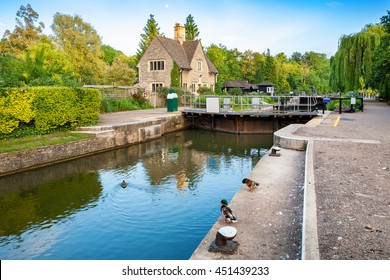 Iffley Lock on the Thames river . Oxford, Oxfordshire, England