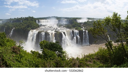 Iguazu, 13/11/2010: rainforest and view of the Iguazu Falls, generated by the Iguazu River on the border between Argentina and Brazil, one of the most important tourist attractions of Latin America